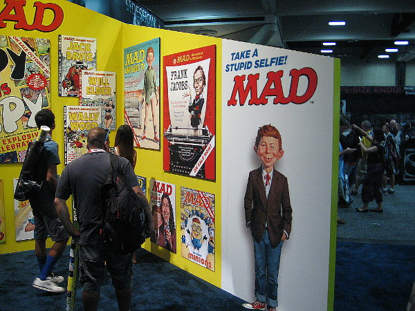 Alfred E. Neuman encourages everyone to take a stupid selfie!