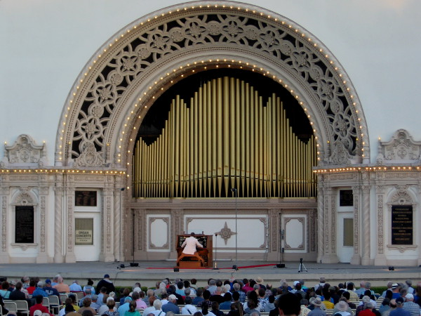 Aaron David Miller begins with Festival Overture, by Felix Mendelssohn.