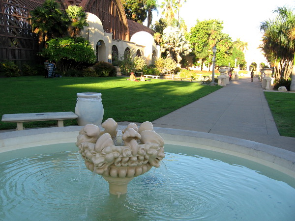 Both fountains--on either side of the Botanical Building--have been beautifully restored!