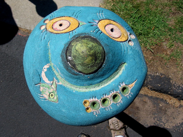 Here come more photos of funny ceramic eyes and faces decorating those plain steel parking lot posts.