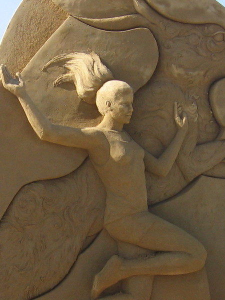 Flowing hair made of sand. Incredible.