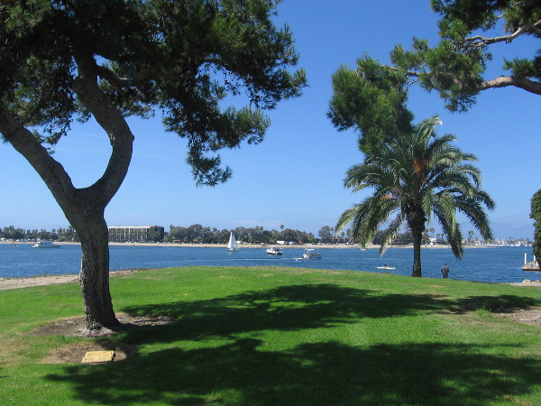 Mission Bay Park is the largest man-made aquatic park in the United States. Its 4,235 acres is a wonderland of blue water, islands, beaches, resorts, marinas, and tree-shaded grass.