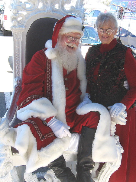 Here's smiling Santa, with Mrs. Claus! Spectacular entrance! They wished me a Merry Christmas! And the same to you! Ho, ho, ho! Stay jolly!