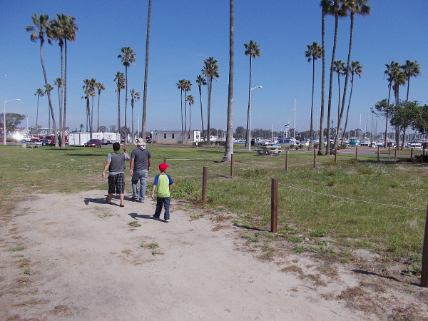 A dirt nature trail along the channel that connects the ocean and Mission Bay.