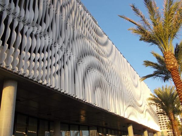 dscn7336z-shining-sculptural-facade-on-parking-garage -levels-