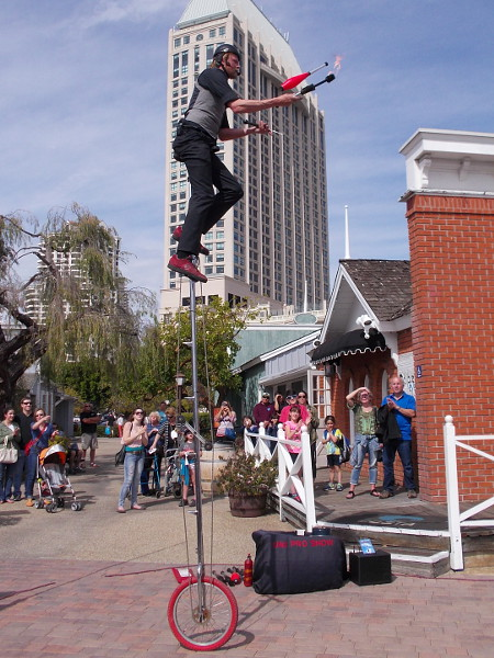 I saw a few world-class jugglers, including the UniProShow's amazing Jamey Mossengren, a seven-time World Unicycle Champion!