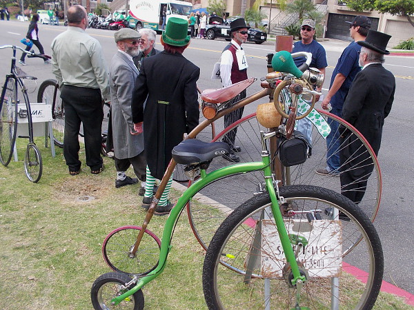 And here are some old-fashioned penny-farthing enthusiasts.