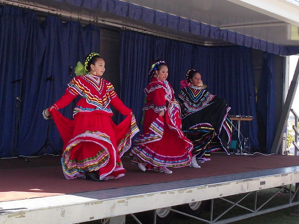 Colorful, energetic folklorico dancing on a smaller, non-competitive stage.