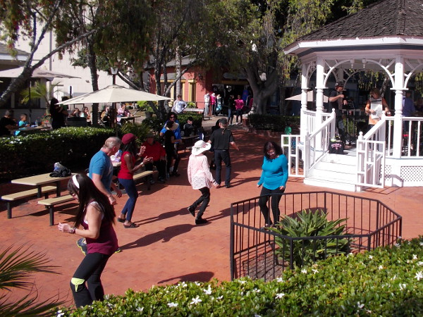 Look at all the happy people dancing! It's hard to keep still when an awesome Zydeco band is playing!
