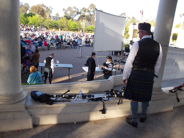 The House of Scotland Pipe Band will take part in a grand procession into the Spreckels Organ Pavilion as the concert begins. They wear the official San Diego tartan!