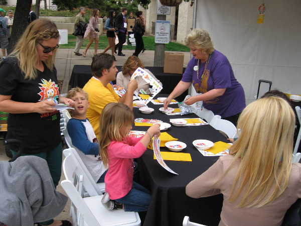 Zoo staff and volunteers help kids create animal-themed art.