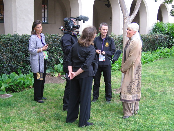 Look who I spotted giving an interview. The celebrated and much beloved zoo spokesperson Joan Embery!