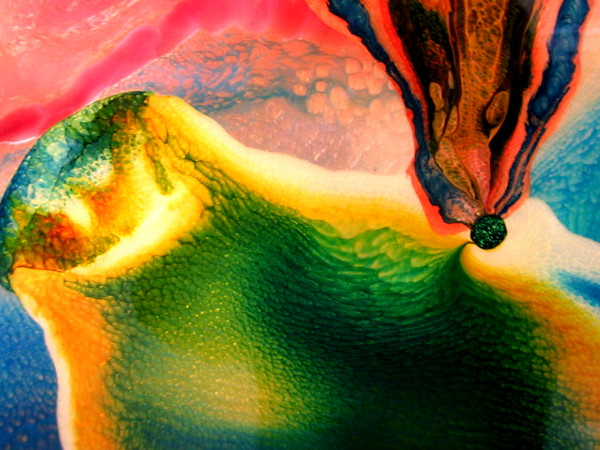 02 Close-up photo of amazing holographic painting by Liguori.
