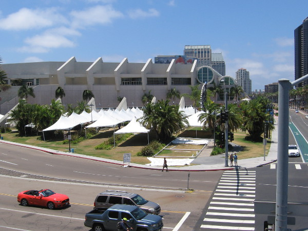 It's a good thing these canopies are being erected today for 2016 San Diego Comic-Con and its long lines, because the weather is supposed to warm up a bit later this week.