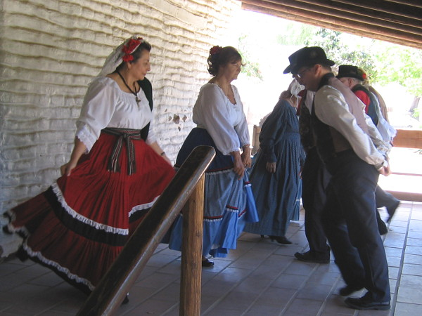 Los Bailadores then lived up to their name and began a few social dances that folks would have enjoyed in the 1850s and 1860s. Their first dance was the Virginia reel.