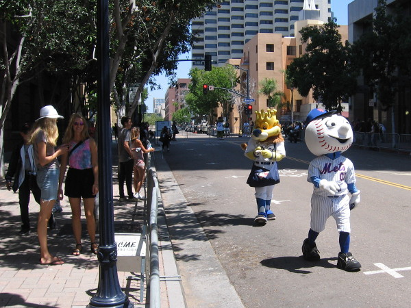 The beginning part of the parade route was less crowded, so I followed the mascots and enjoyed the fun. Here's Mr. Met of the New York Mets!