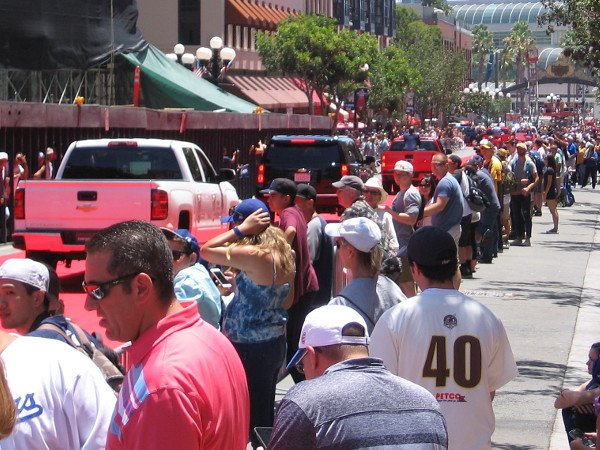 Thousands turned out in downtown San Diego today to pay tribute to their favorite baseball teams and players.