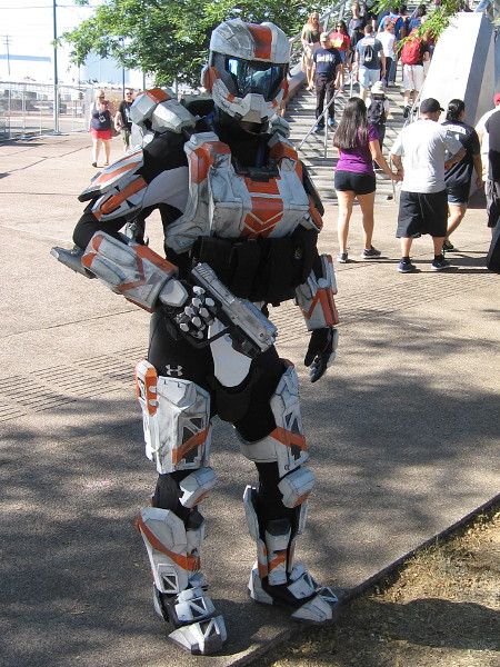Cosplay of an armored player in the popular video game Halo.