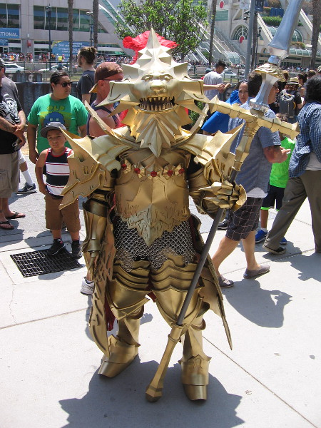 Incredible cosplay of Ornstein the Dragon Slayer, from Dark Souls.