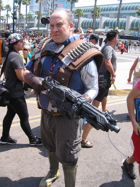 Another super good cosplay. It's Cable of the X-Men.
