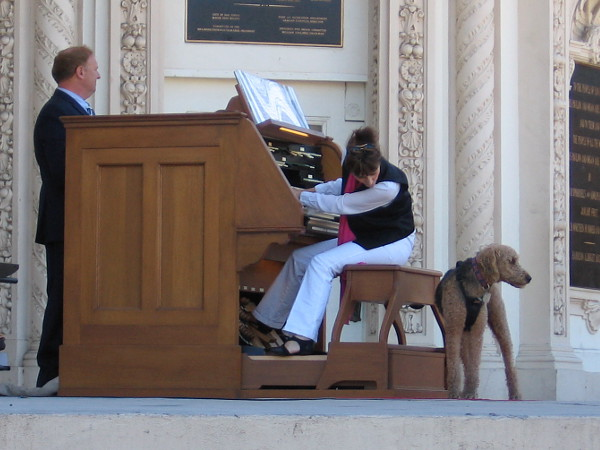 Dr. Carol Williams wows the crowd with another amazing performance. She is one of the world's finest concert organists. And her dog Dietrich up on stage seems quite proud!