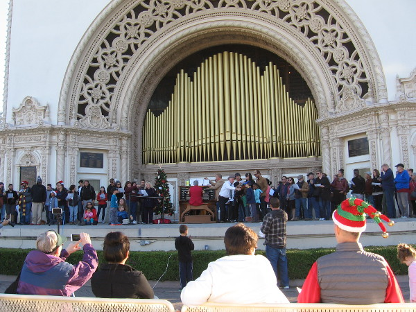A very special Sunday organ concert in Balboa Park. Today ordinary residents of San Diego and random visitors from around the world joined together to sing Christmas carols!