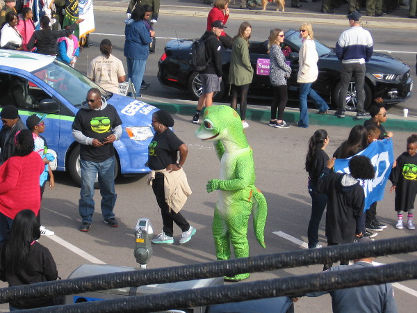 Oh, goodness! It's the Geico gecko.
