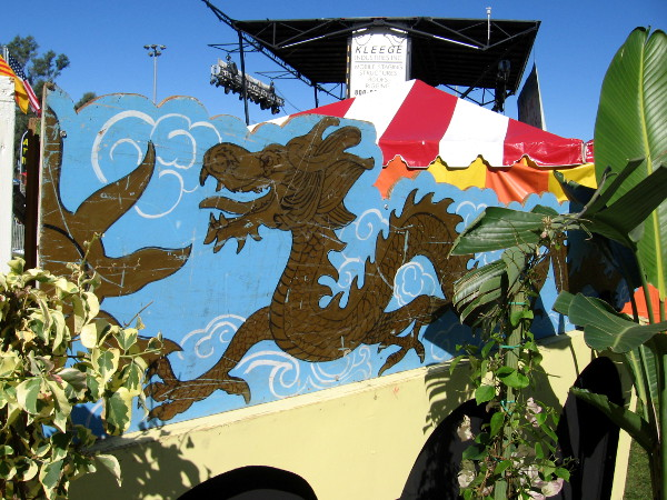 A dragon near the festival entrance.