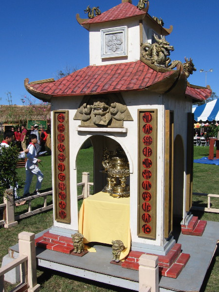 A representation of the sacred Hùng Kings' Temple, which is located on the Nghĩa Lĩnh mountain.