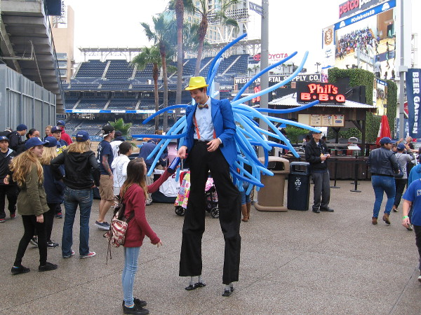 I liked this fun balloon guy on stilts. It was hard to miss him!