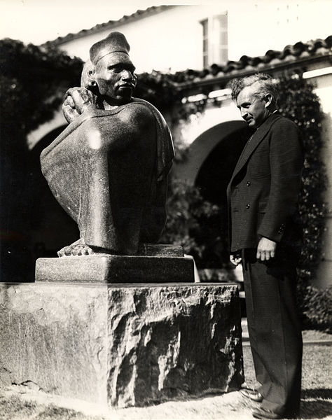 Donal Hord with Aztec, 1937, at San Diego State University. Public domain image from the collection of the Archives of American Art.