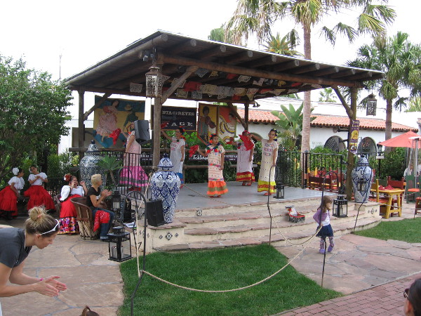 The outdoor stage is located near the Mexican-themed shops and restaurants of Fiesta de Reyes. Daily dancing is a popular attraction.