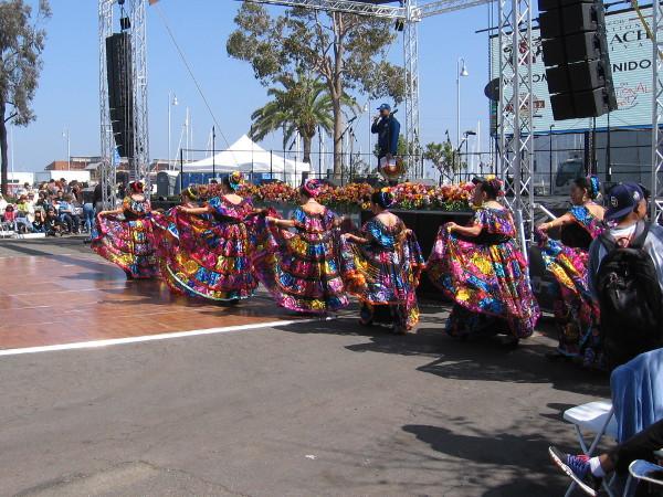 Now here comes Danza Folklorica Las Florecitas!
