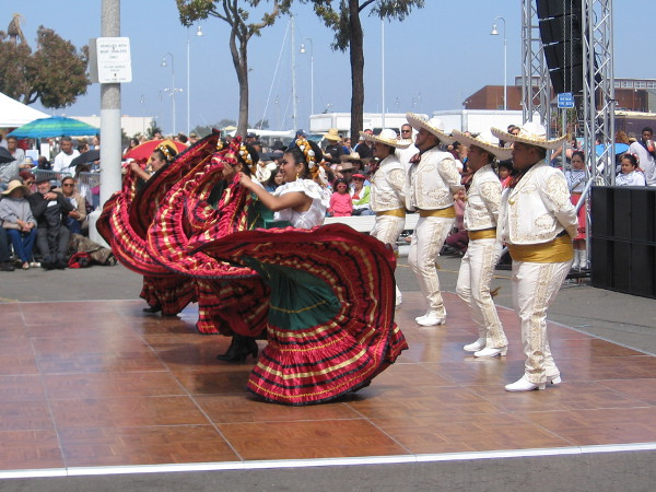A traditional Mexican folk dance delighting both eyes and ears.
