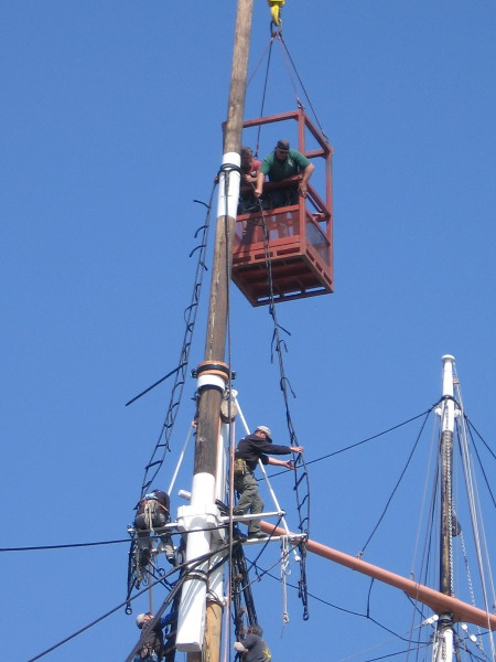 Workers on the foremast grab hold.