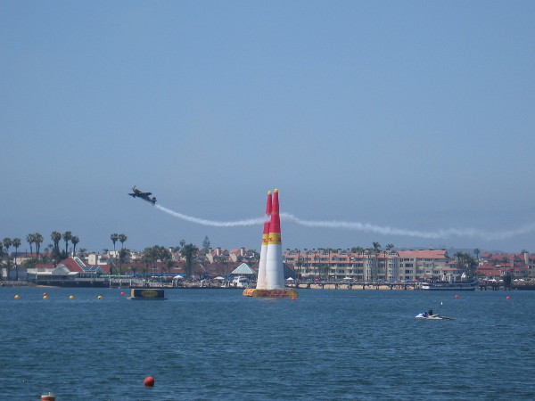 As I walked south toward the Hilton, more pilots were practicing out on the bay. Zoom!