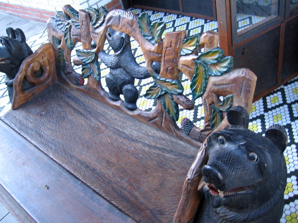 I love this carved wooden bear bench! But for the life of me, I can't remember where I photographed this! I think somewhere near Petco Park . . . maybe.