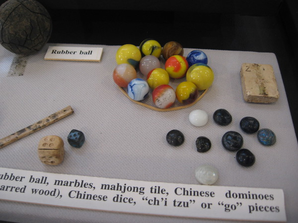 Objects used in everyday life include a rubber ball, marbles, mahjong tile, Chinese dice and go pieces.