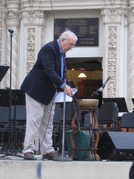 Art Stillwell of the San Diego Kiwanis Club remembers benefactor Bill Gibbs by ringing a Tibetan singing bowl.