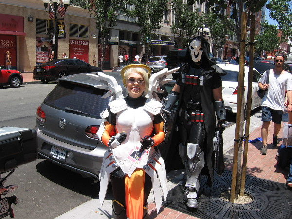 Cosplay of Mercy and Reaper of Overwatch!