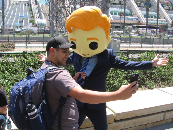 A fan at 2017 San Diego Comic-Con grabbed Conan by the tie for a selfie!