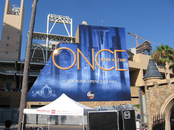 The Once Upon a Time wrap for 2017 Comic-Con is really eye-catching.