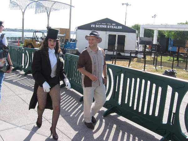 Here comes Zatanna behind the convention center!