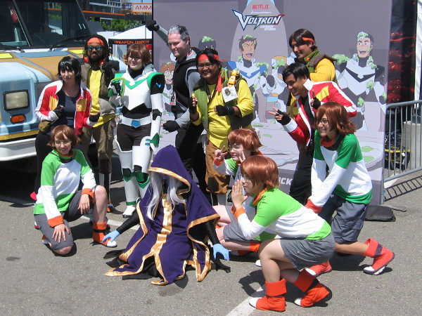 A super awesome Voltron group photo!