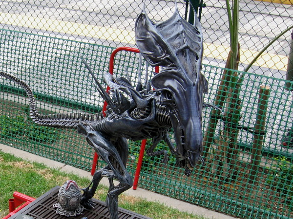 A super awesome one quarter scale model of the Queen Alien was being shown by Matrix Studio.