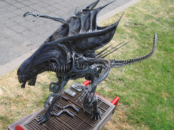 Another look at the limited collector piece Alien Queen, one of 300 produced by Matrix Studio.