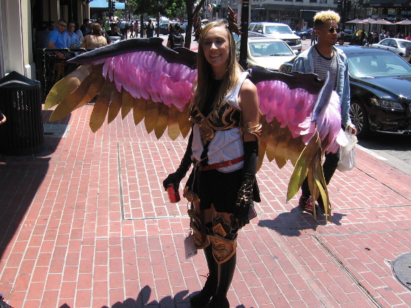 Cosplay of Dark Angel Olivia from Rage of Bahamut. Super cool!