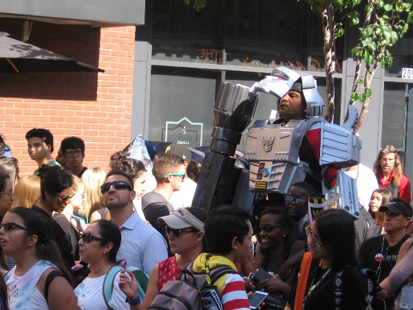 An awesome Transformer stands high above the Comic-Con crowd in the Gaslamp.
