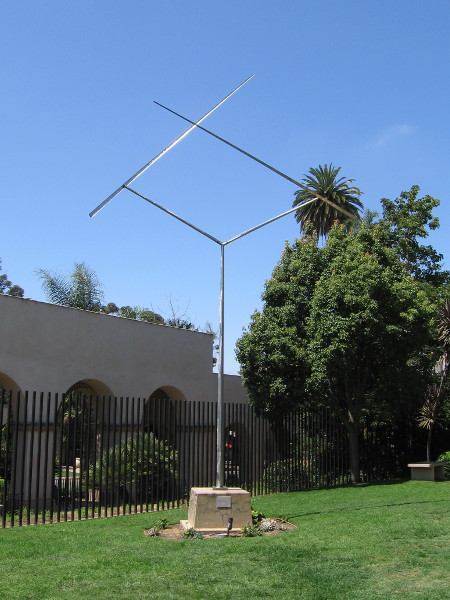 Two Lines Oblique: San Diego, George Rickey, 1993. Stainless steel.