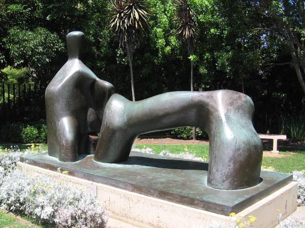 Reclining Figure: Arch Leg, Henry Moore, 1969. Bronze.